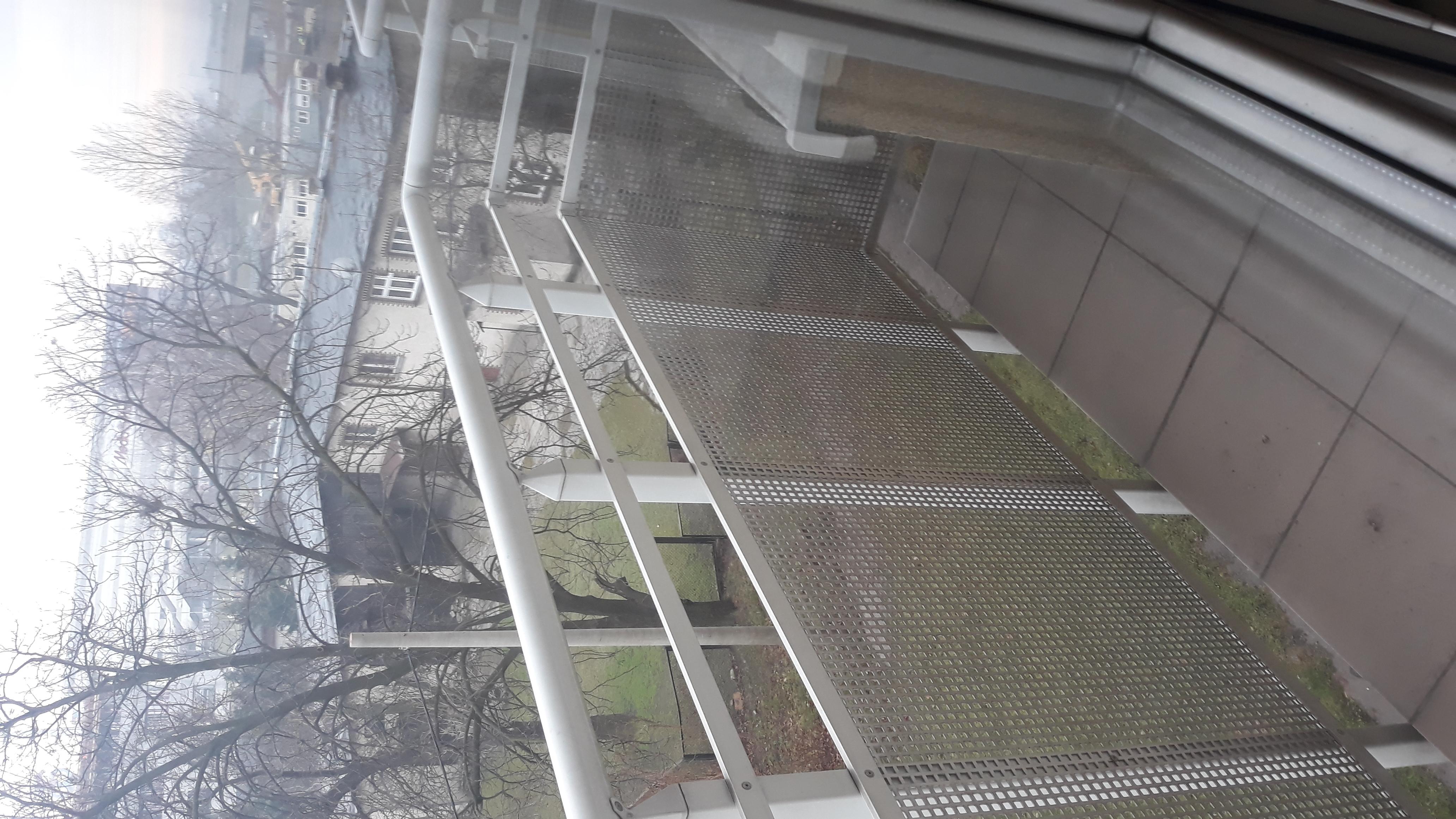 Zdjęcie przedstawiające balkon